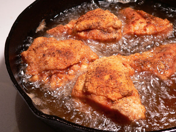 Skillet-Fried-Chicken_30_frying